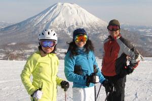 Marie Ng skiing