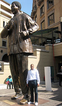 Timothy Thornton at statue of Nelson Mandela in Johannesburg