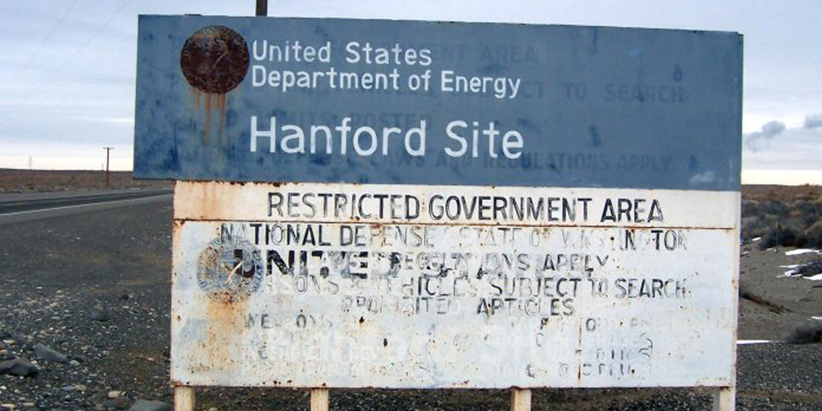 Entry sign at Hanford Nuclear Site in Washington [(CC BY-SA 3.0) TobinFricke]